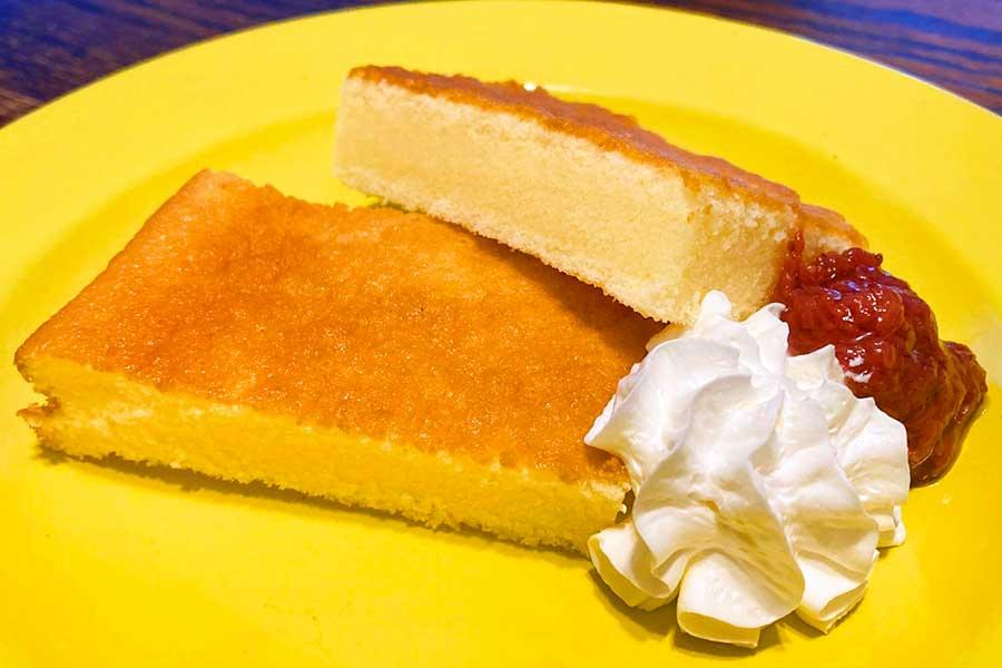 ホットミルクケーキ。お好みでジャムや生クリームを添えて【写真:和栗恵】