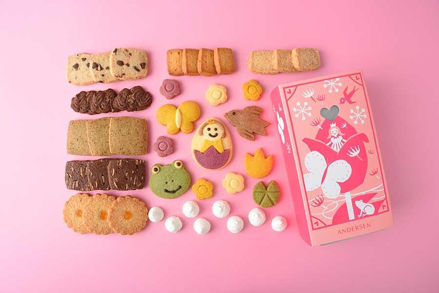 物語に登場するキャラクターの下には、チョコや紅茶など8種類のクッキーが詰まっています【写真提供:アンデルセン】