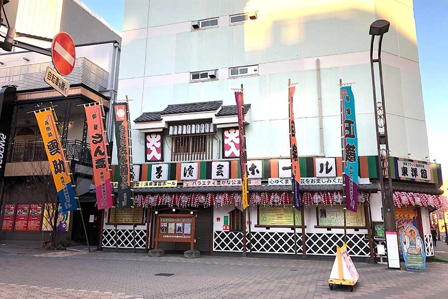 看板猫でも有名な東京都台東区の寄席「浅草演芸ホール」【写真提供:関口裕子】