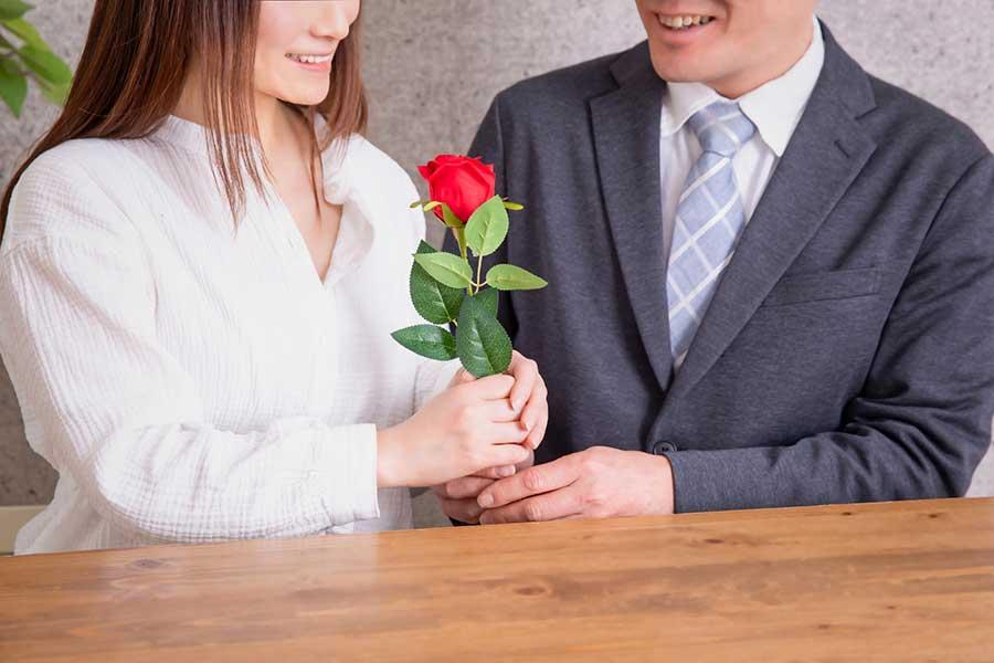 男性から女性に感謝や気持ちを伝えるホワイトデー(写真はイメージ)【写真:写真AC】