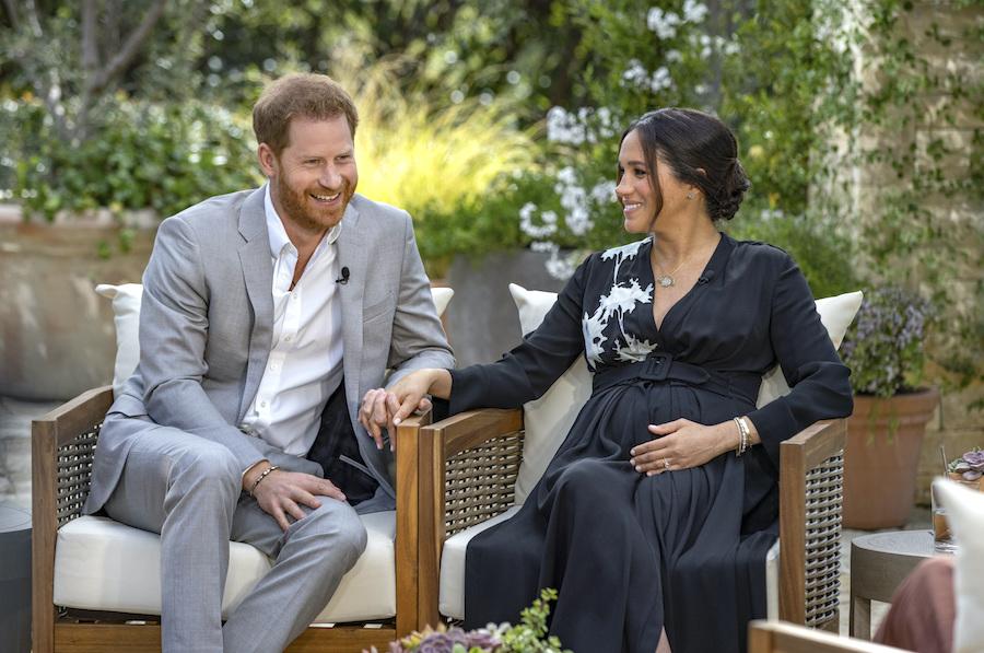 インタビューに応じるヘンリー王子とメーガン妃【写真:AP】