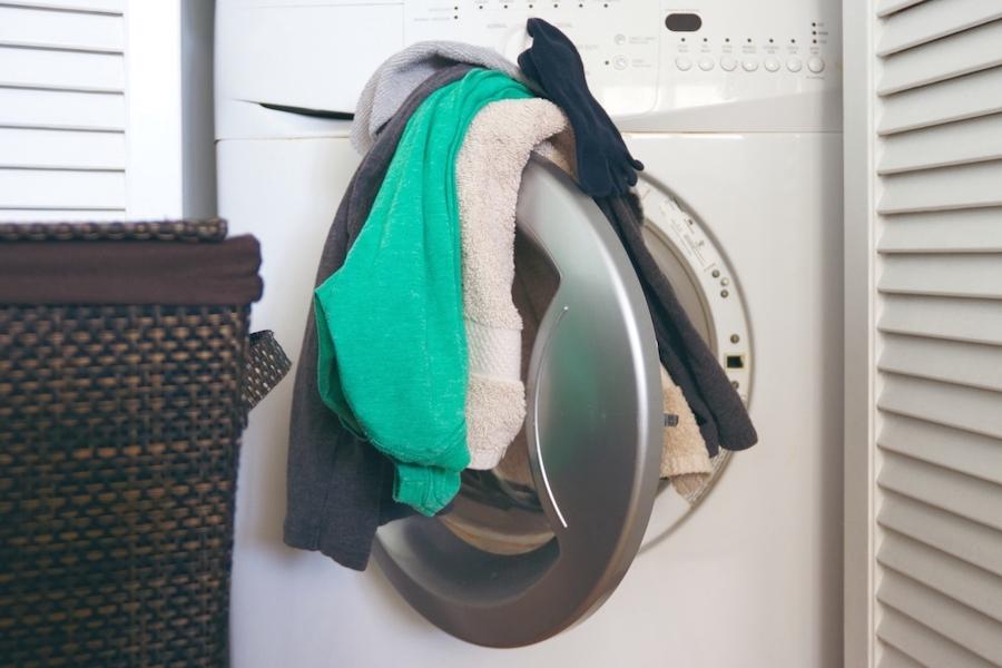 洗濯物を溜めるときは布をかけて邪気をシャットアウト(写真はイメージ)【写真:写真AC】