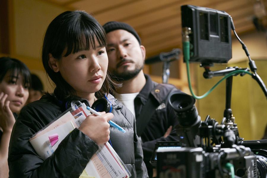 撮影中の岨手由貴子監督(c)山内マリコ/集英社・『あのこは貴族』製作委員会