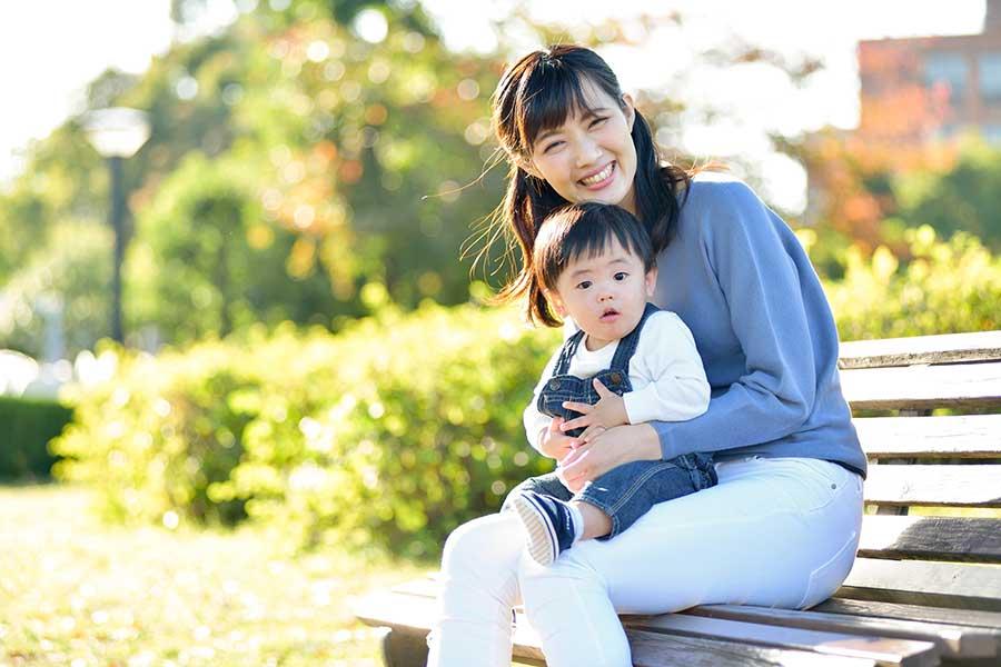 輝き続ける「ママタレント」の活躍に、同じママたちからも注目が集まる(写真はイメージ)【写真:写真AC】