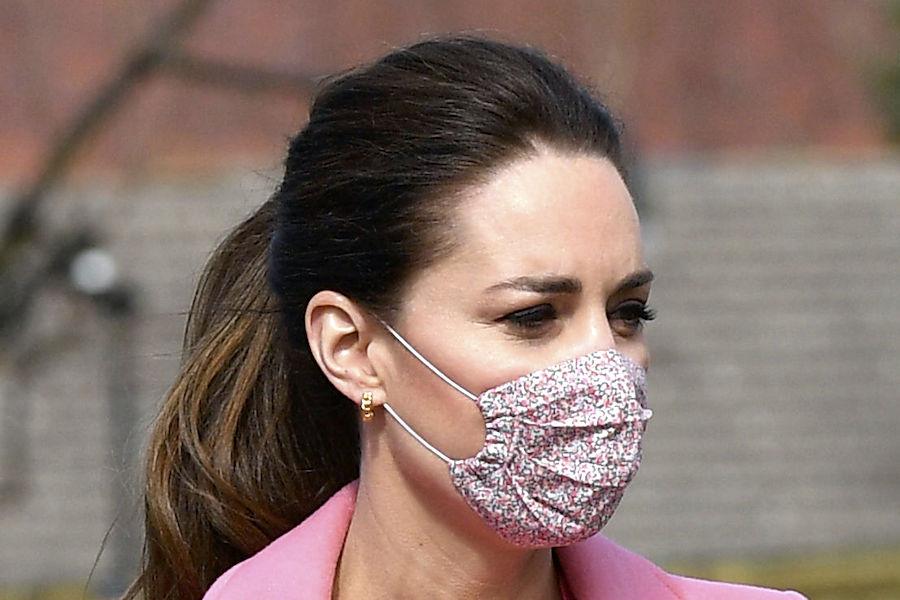ウイリアム王子とピンクの装いで公務に出席したキャサリン妃【写真:AP】