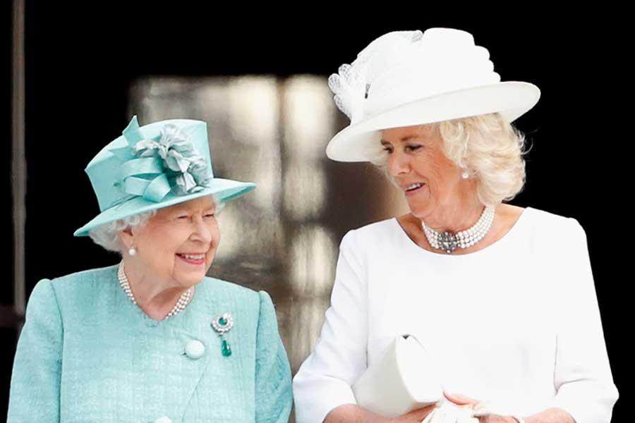 エリザベス女王とカミラ夫人【写真:Getty Images】