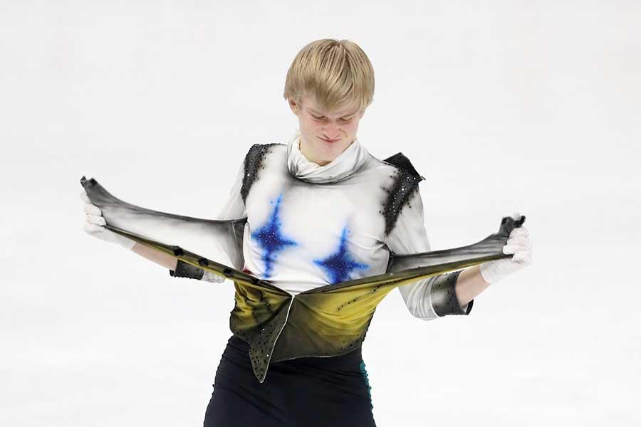 ダニエル・グラッスル選手、衣装チェンジの瞬間【写真:Getty Images】