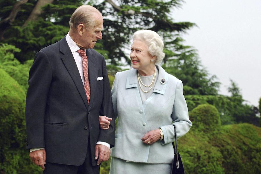 フィリップ殿下とエリザベス女王【写真:AP】