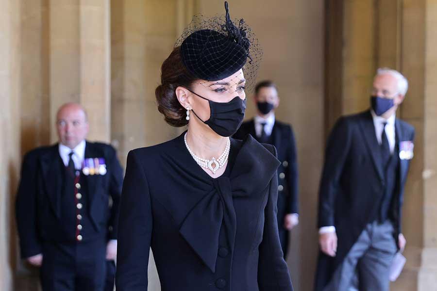 現地時間17日、葬儀に参列するキャサリン妃【写真:AP】