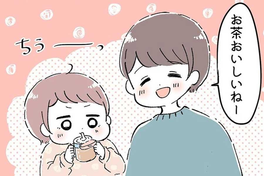 漫画のワンシーン。次女にお茶を飲ませていると……?【画像提供:塩り(shio.ri03)さん】