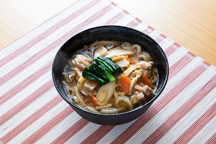 不足しがちな野菜をしっかり食べられるうどん【写真:冨田味我】