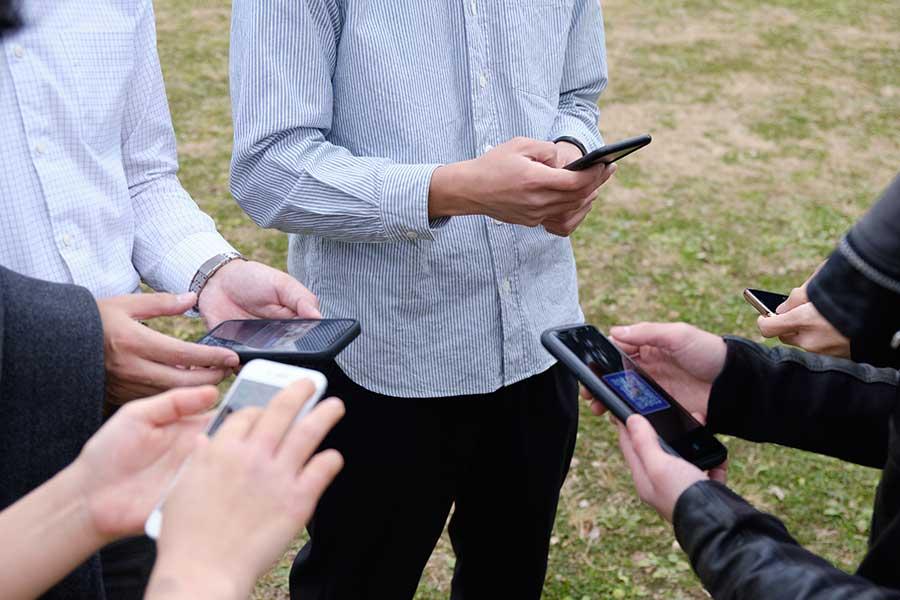 スマートフォンの普及で出会いのチャンスも広がった?(写真はイメージ)【写真:写真AC】