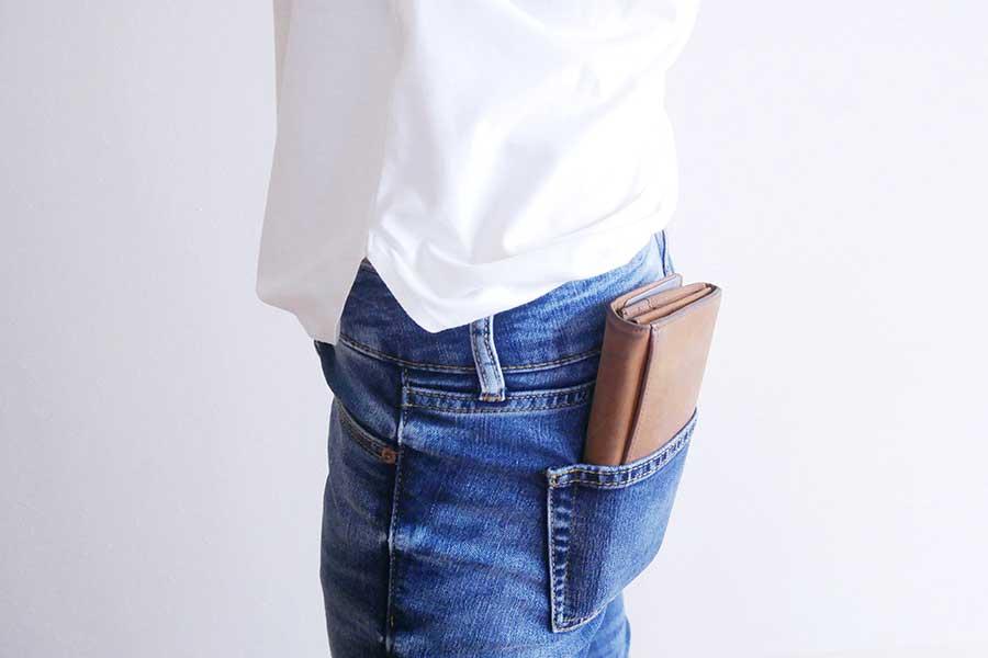 後ろポケットに財布を入れると防犯上の危険も(写真はイメージ)【写真:写真AC】