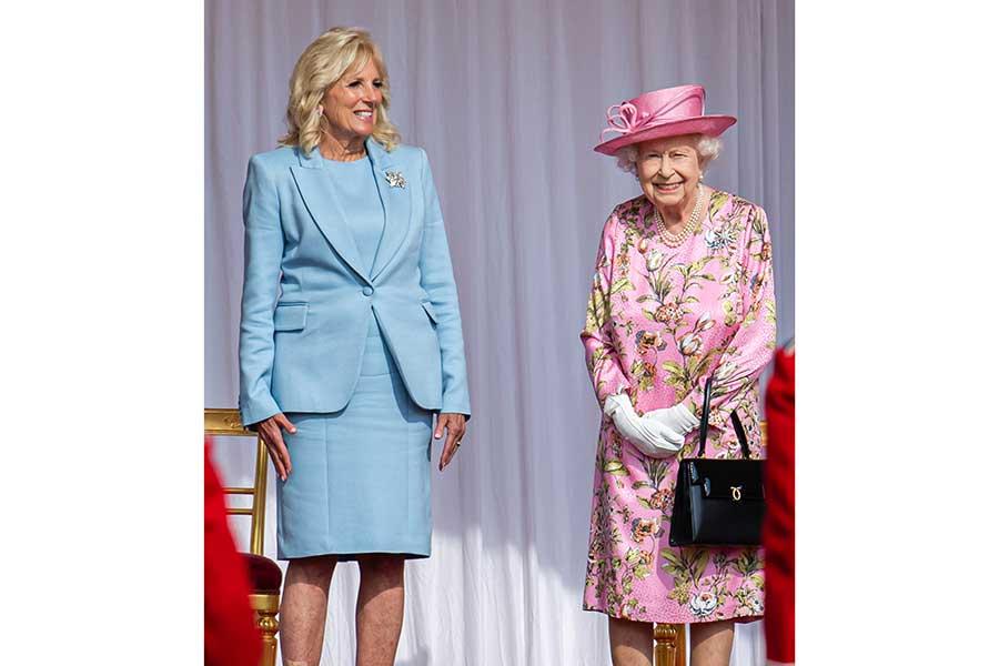 13日、ウィンザー城にバイデン米大統領夫妻を迎えたエリザベス女王【写真:Getty Images】