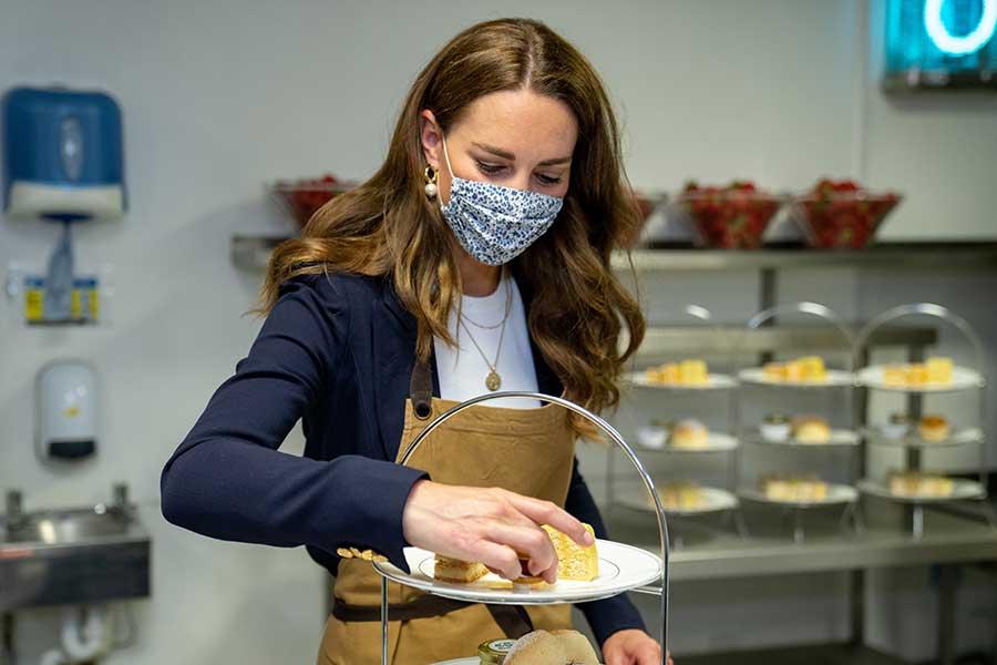 クラブのキッチンでイチゴデザート作りも【写真:Getty Images】