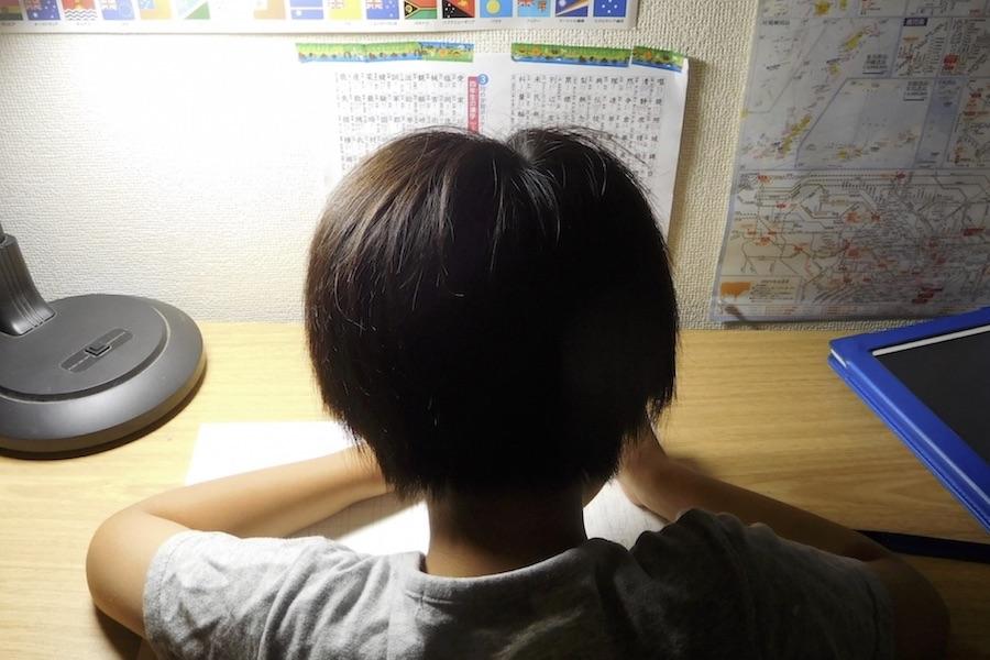親は夏休みにも子どもにしっかりと勉強をしてもらいたい?(写真はイメージ)【写真:写真AC】