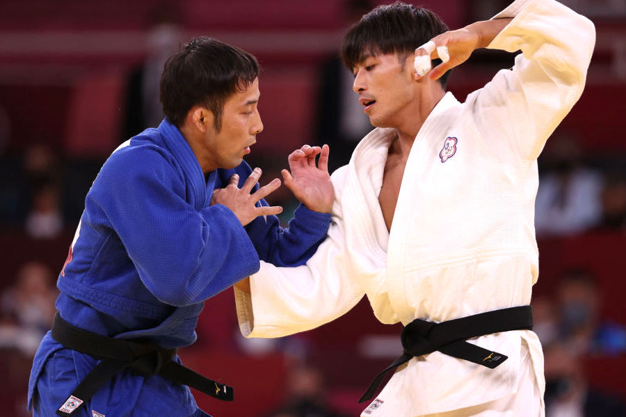 高藤直寿(左)と決勝で熱戦を繰り広げた楊勇緯選手【写真:Getty Images】