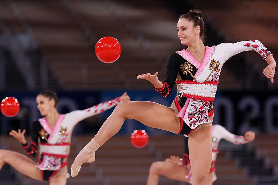 忍者を意識? 着物風のレオタードが美しい新体操イタリア代表【写真:Getty Images】