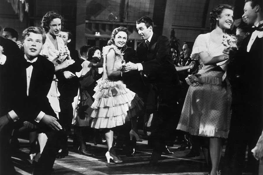 ダンスコンテストでチャールストンを踊るジョージとメアリー【写真:Getty Images】