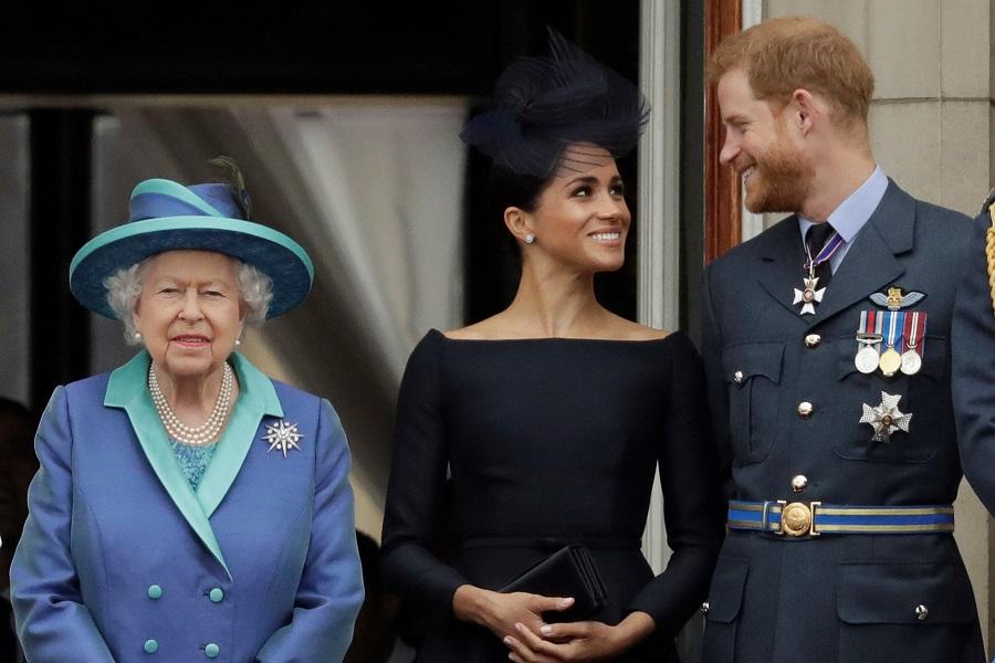 エリザベス女王、メーガン妃、ヘンリー王子【写真:AP】