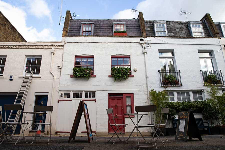 アンドリュー王子とジュフリーさんが性交渉を持ったとされる住宅。エプスタイン被告のパートナー、ギレイン・マックスウェル被告の持ち物だった【写真:Getty Images】