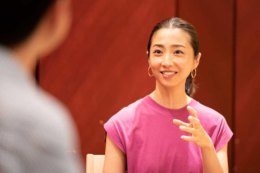 山田さんのポジティブな思考にアンナさんも感心【写真:荒川祐史】