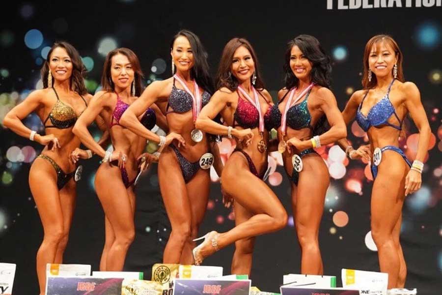 2019年全日本ビキニフィットネス大会で2連覇を果たした長瀬陽子さん(左から4番目)【写真提供:長瀬陽子】