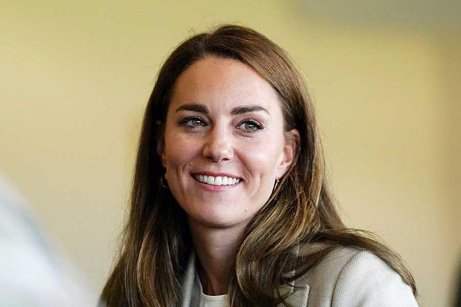 公務で空軍基地を訪問したキャサリン妃。当日のコーディネートが話題に【写真:AP】