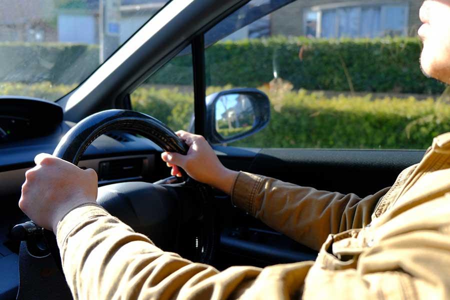 運転中、不機嫌になる夫。過剰な不機嫌アピールは家族へのハラスメントになることも……(写真はイメージ)【写真:写真AC】