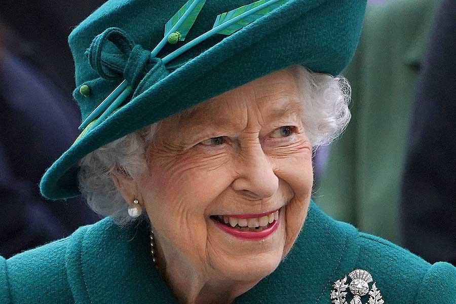 スコットランド議会の開会式に出席したエリザベス女王【写真:AP】