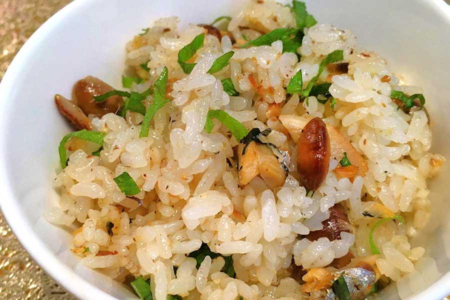 オイルサーディンの旨みと炒り大豆の香ばしさがアクセントに【写真:東京医療保健大学】